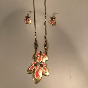 Stella and dot matching earrings and necklace